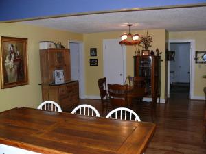 2350 Diamond Hill Neese Road - Eat-in Kitchen