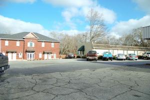 620 Hawthorne Avenue - Parking Lot